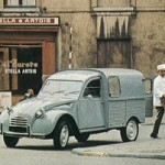 Baker with deliveries in 2cv