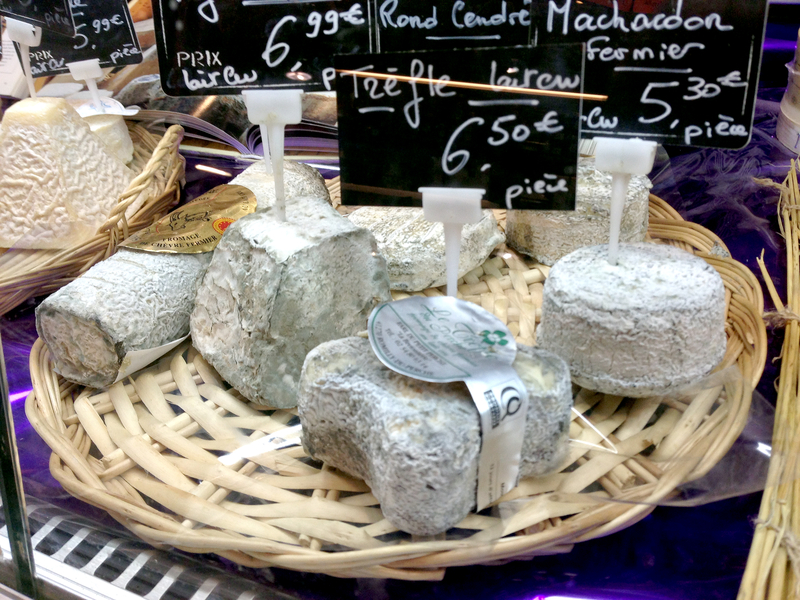 Goat's cheese market stall | a french collection
